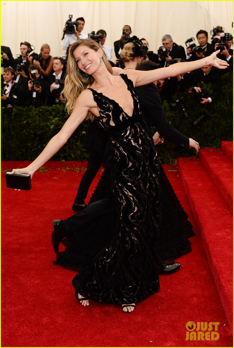 gisele bundchen tom brady are glowing couple at met ball 2014 033106100