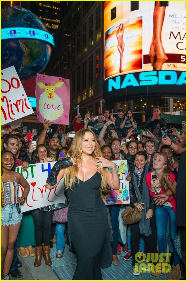 mariah carey shuts down times square with album promo 053103747
