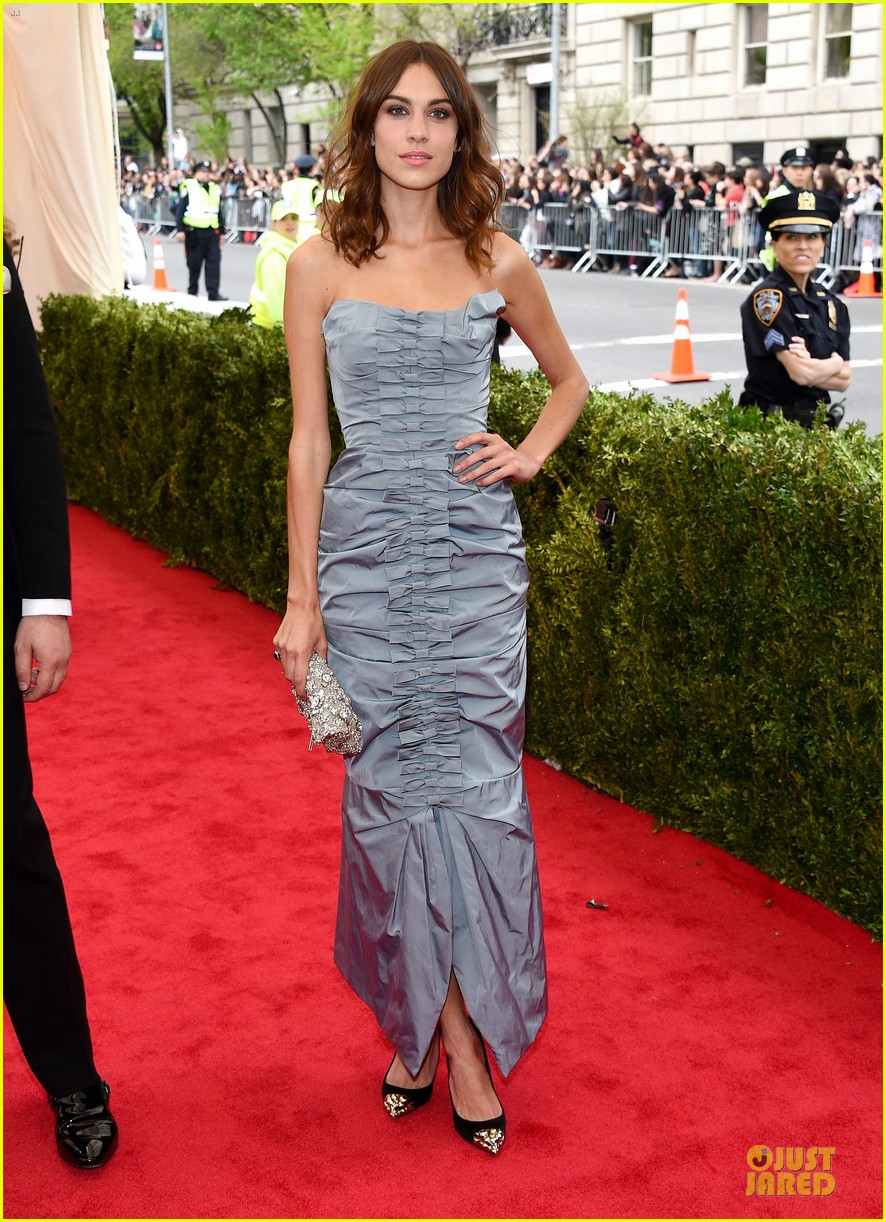 alexa chung blue at met ball 2014 01