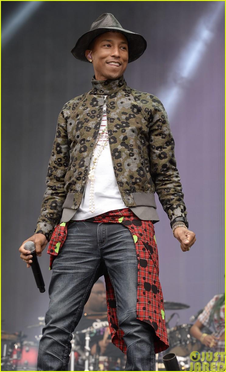 coldplay and pharrell bring happy to radio 1 big radio weekend concert02