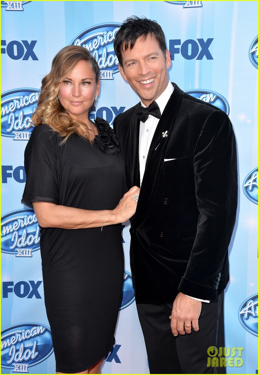 harry connick jr brings wife jill goodacre to american idol finale 043119321