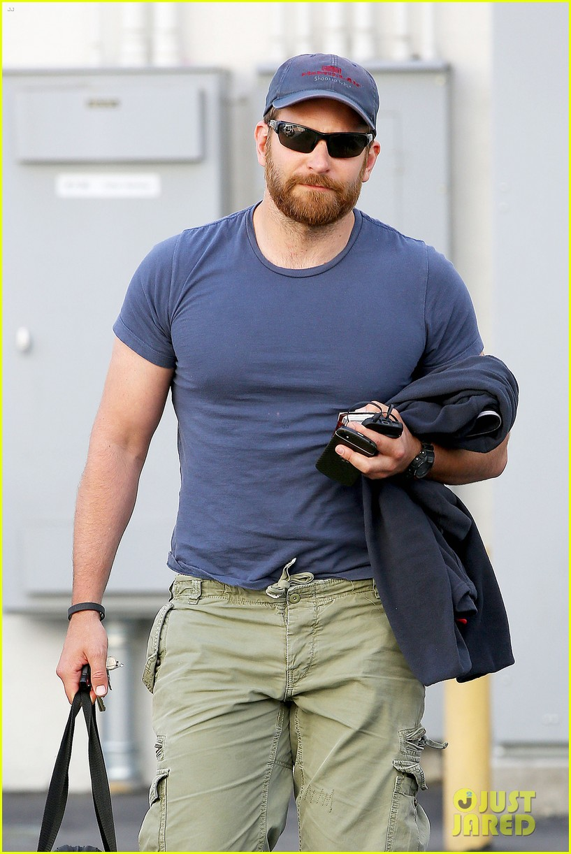 bradley cooper shows off his super beefed up body 06