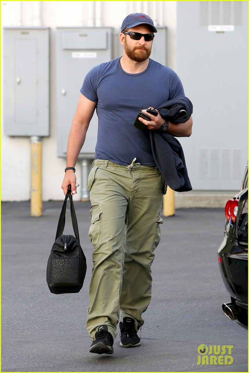 bradley cooper shows off his super beefed up body 123103388