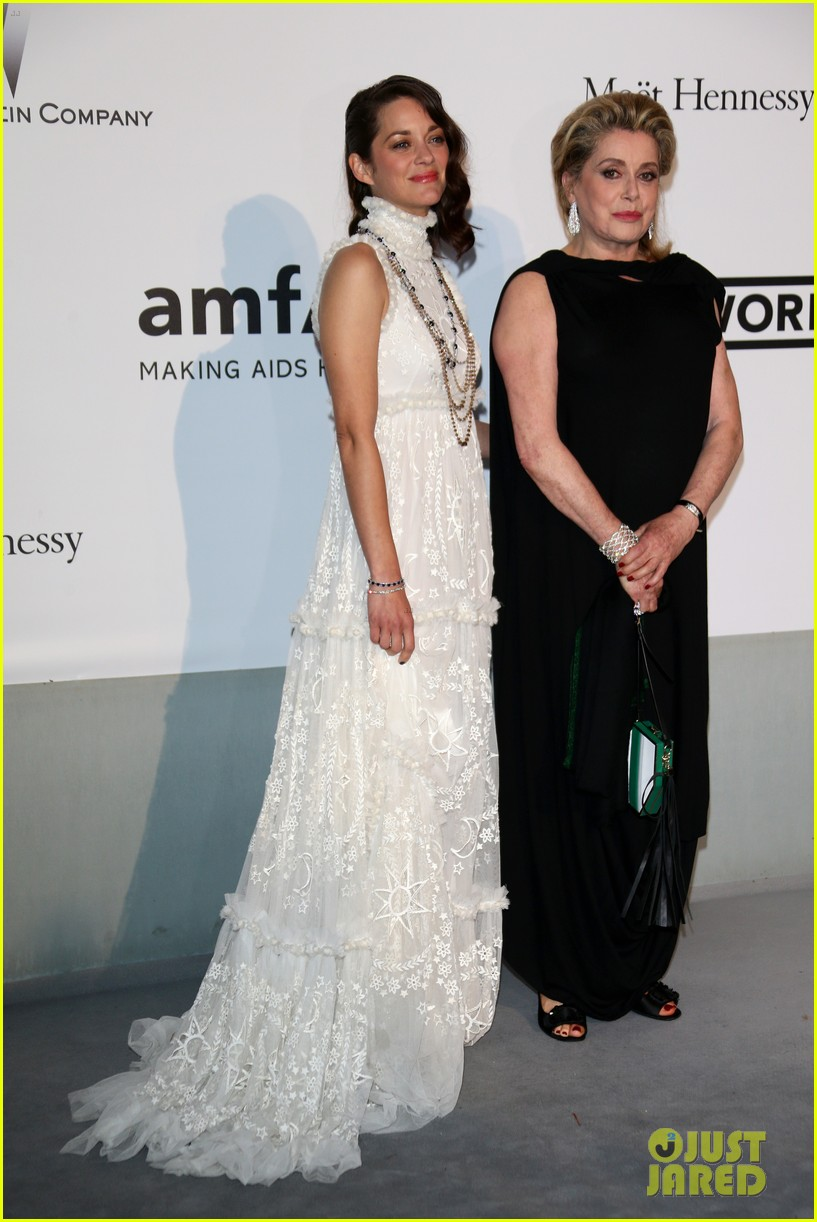 marion cottilard walks amfar gala 2014 red carpet with catherine deneuve 08