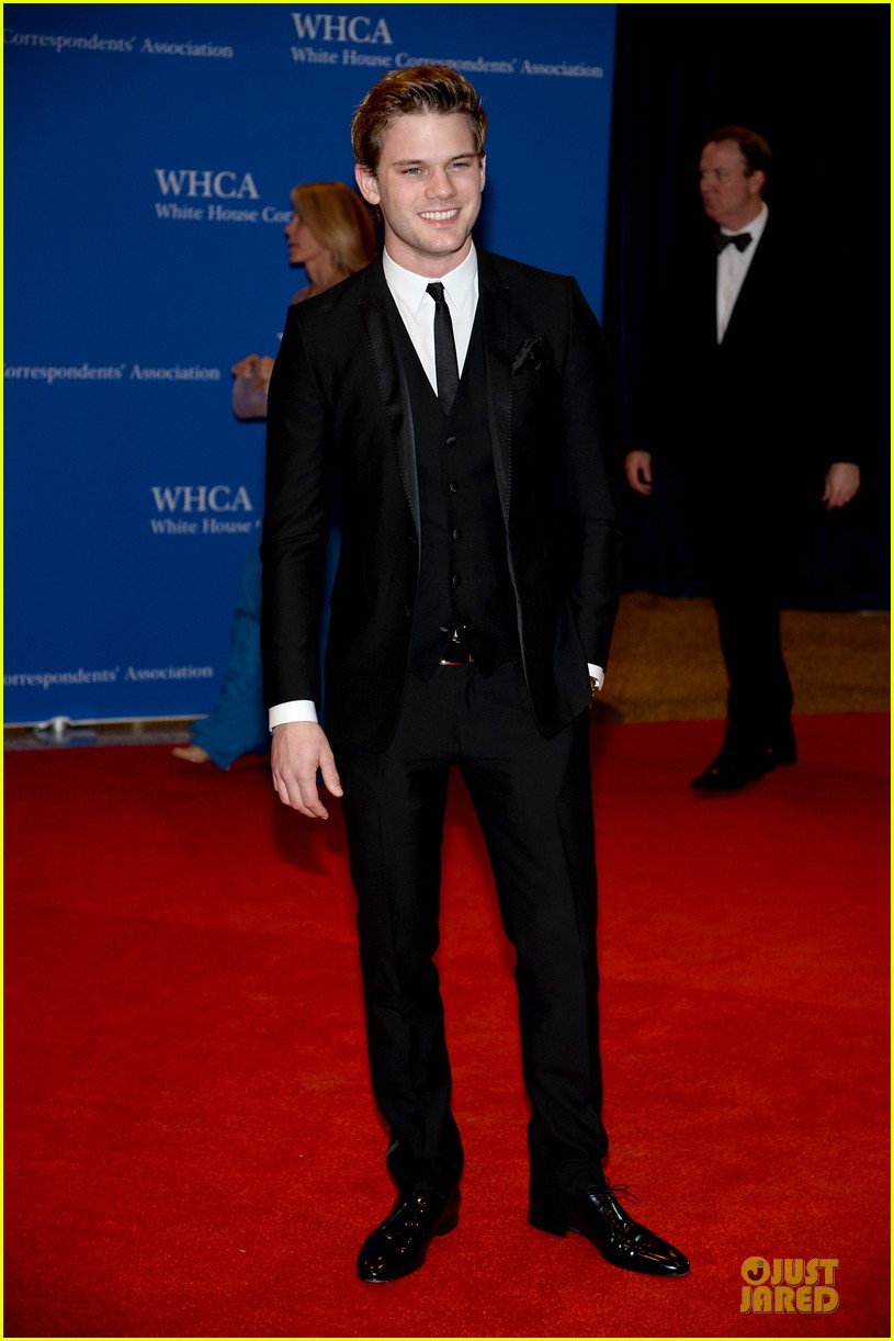 darren criss jeremy irvine white house correspondents dinner 2014 033104689