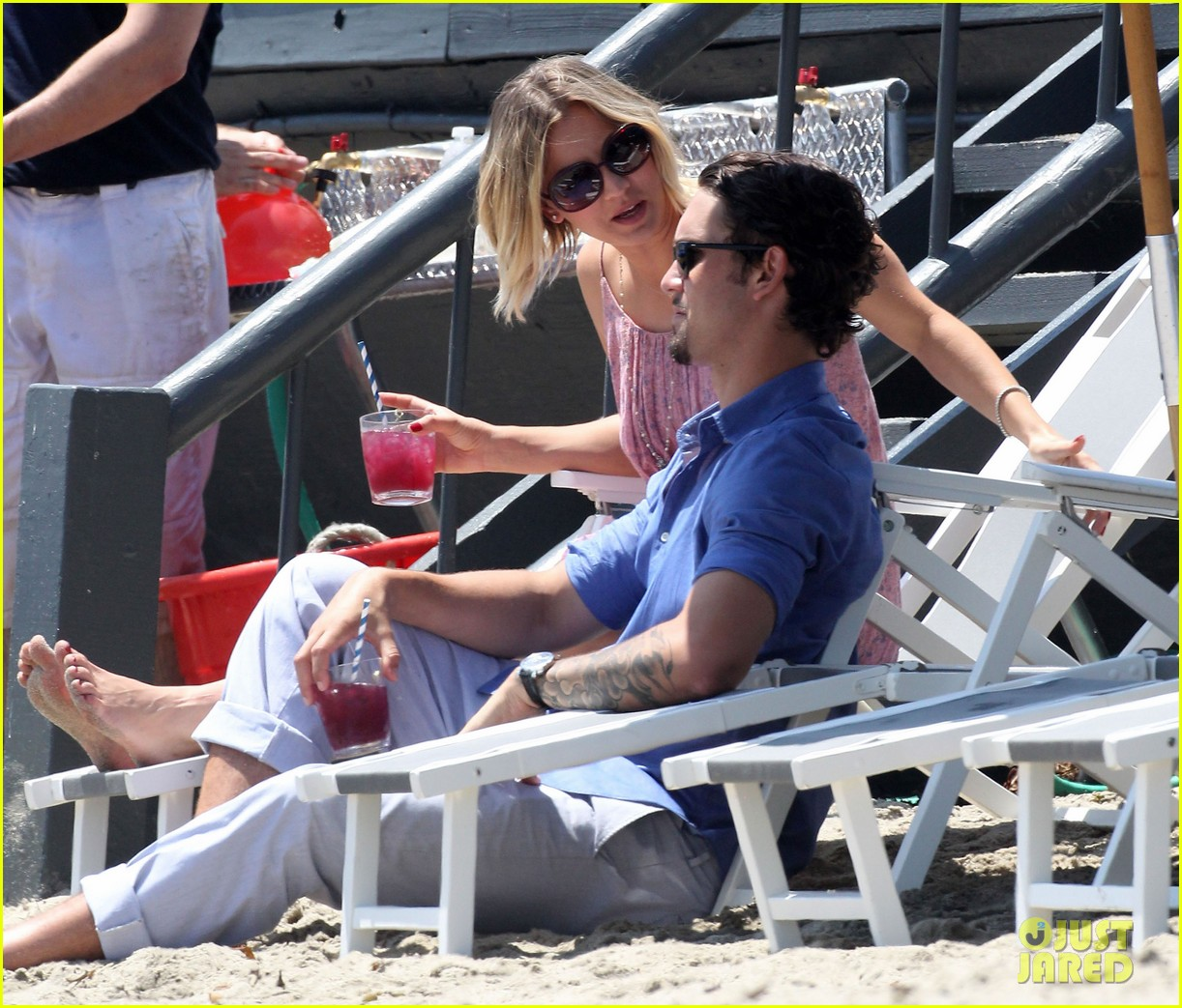 kaley cuoco hits up joel silvers memorial day party with ryan sweeting 11