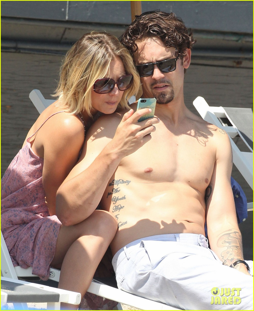 kaley cuoco hits up joel silvers memorial day party with ryan sweeting 19