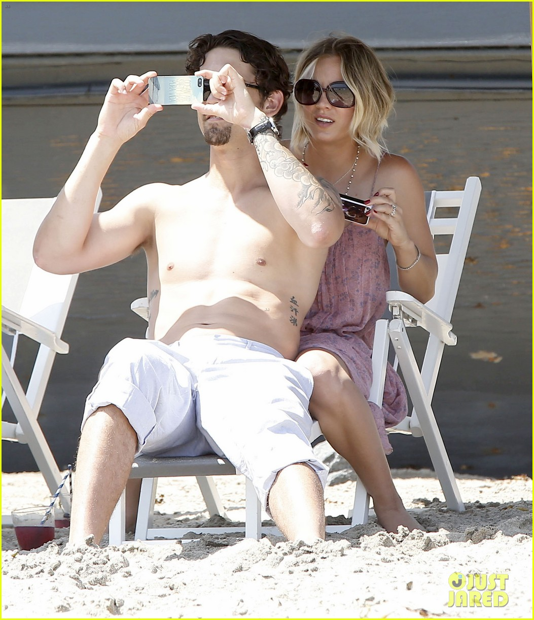 kaley cuoco hits up joel silvers memorial day party with ryan sweeting 25