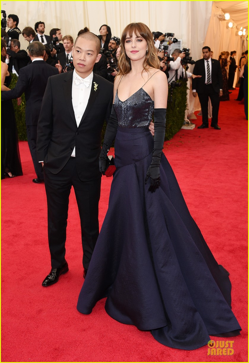 dakota johnson makes jason wu proud met ball 2014 043106029