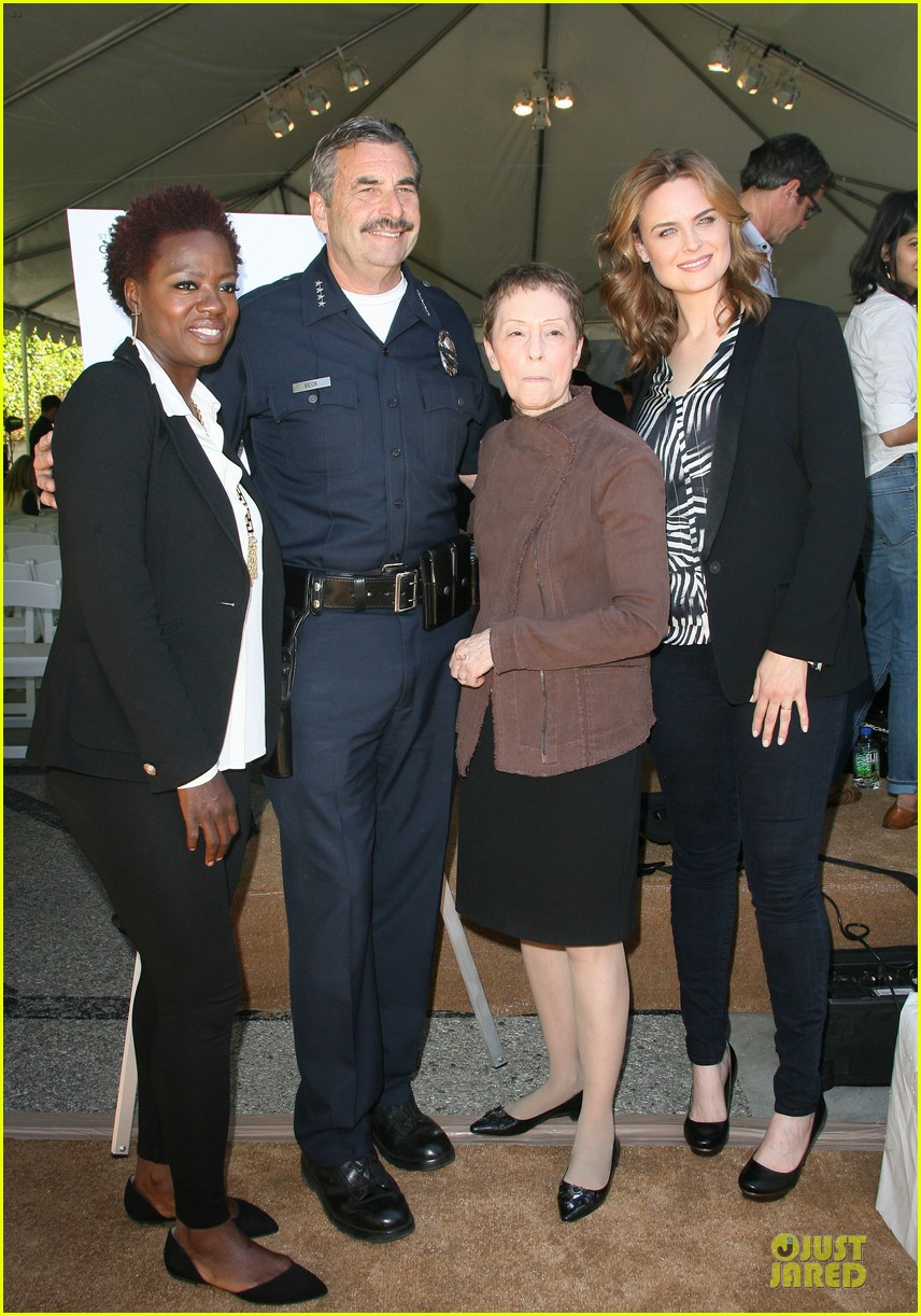 viola davis emily deschanel facility construction 06