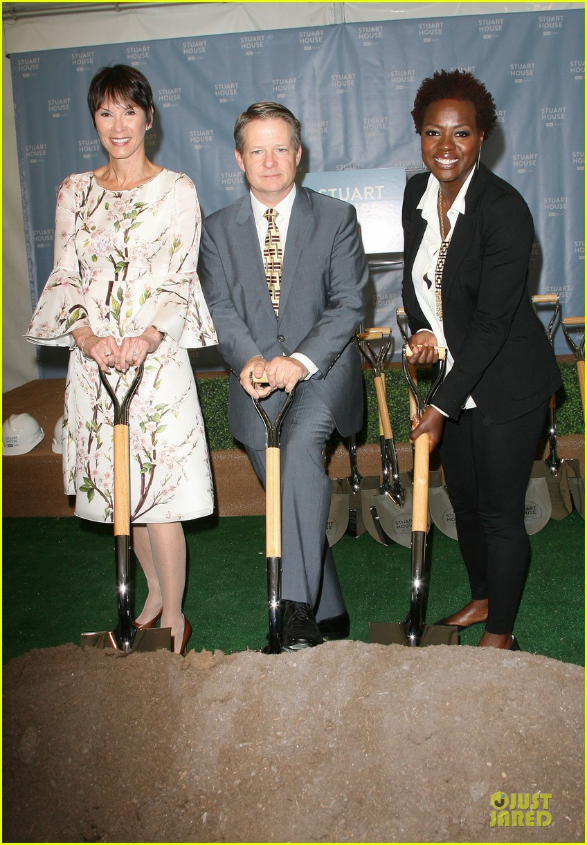 viola davis emily deschanel facility construction 17