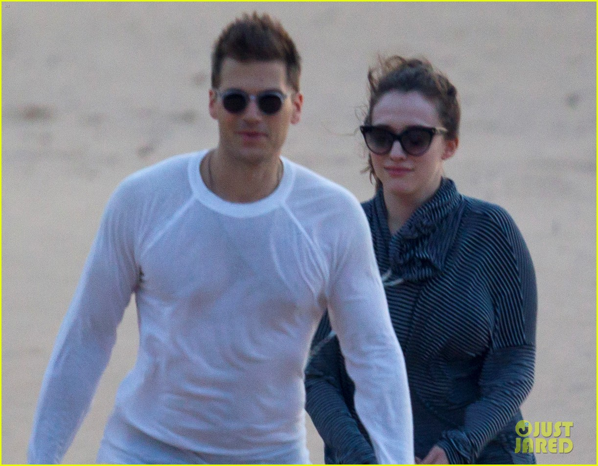 kat dennings nick zano enjoy romantic sunset in hawaii 02
