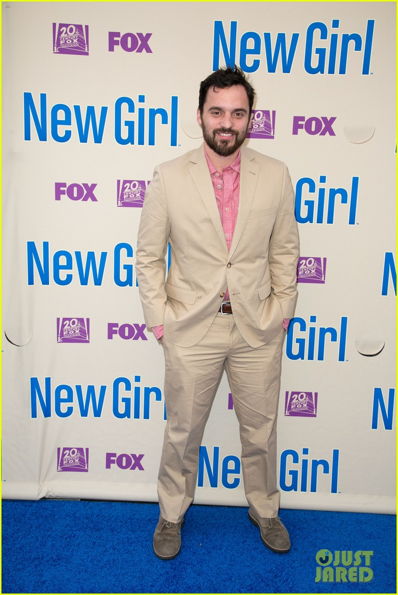 zooey deschanel joins new girl cast for season three finale screening 03
