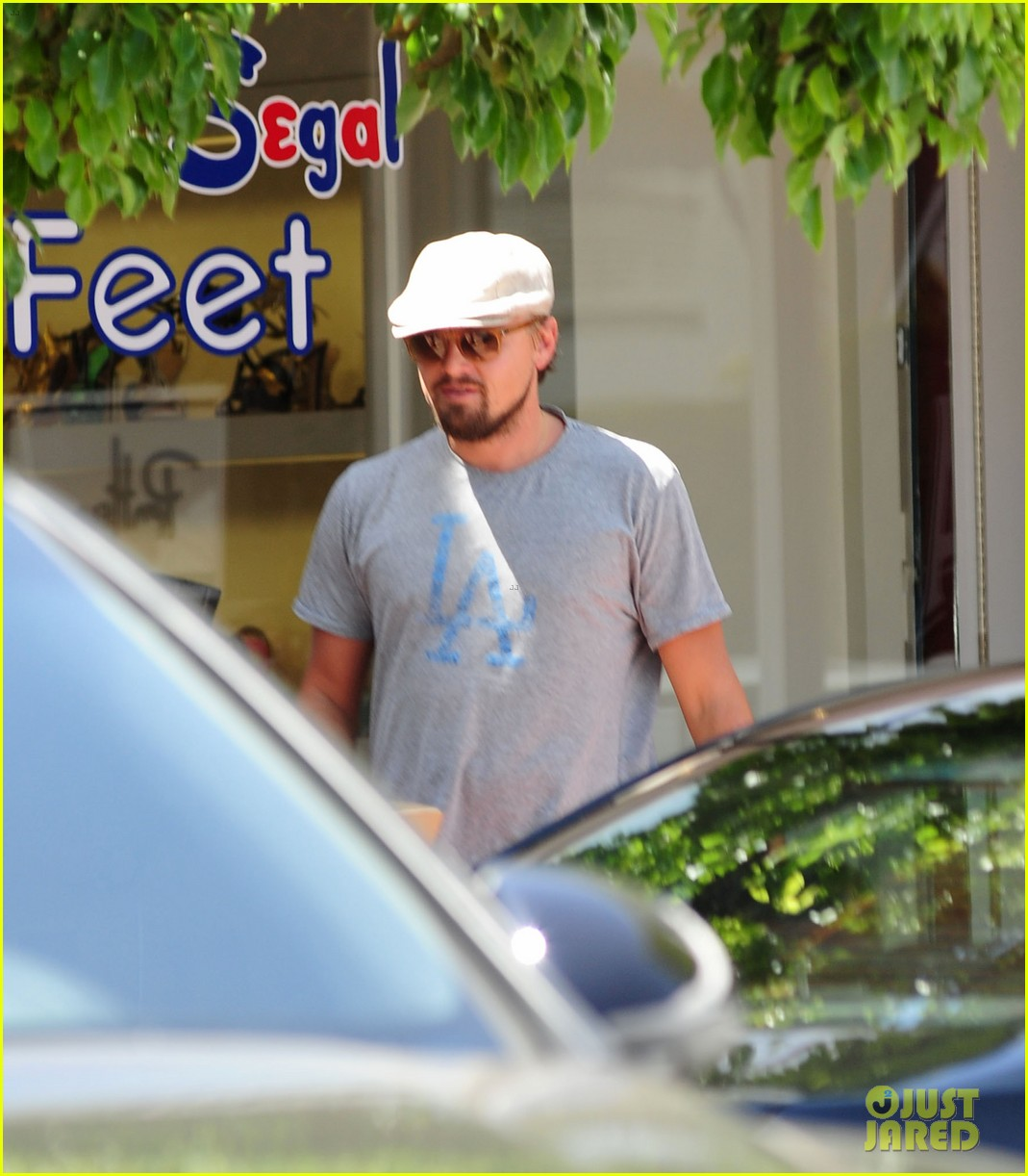 leonardo dicaprio roots for l a dodgers during lunch outing 10