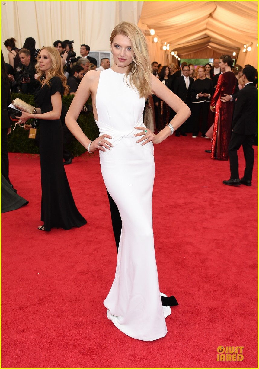 lily donaldson shows sideboob at met ball 2014 01