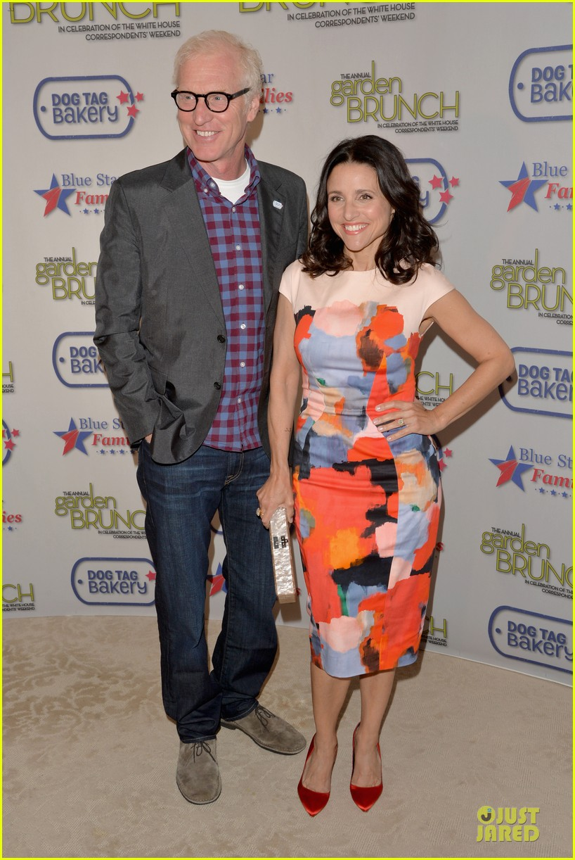 julia louis dreyfus colorfully chic at garden brunch 053104592