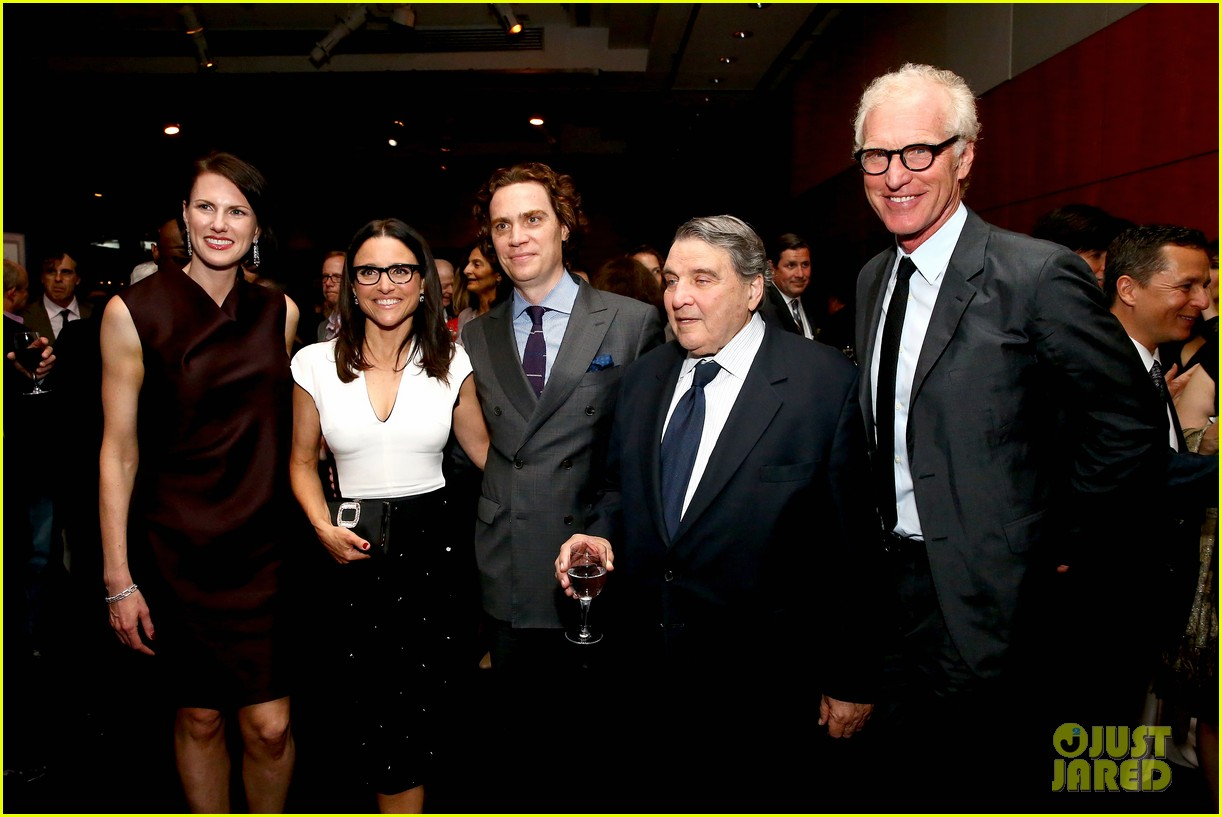 julia louis dreyfus hosts generosity of eye screening for hubby brad hall 04