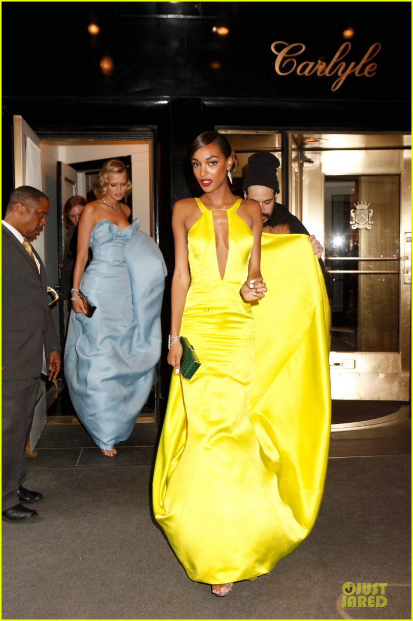 jourdan dunn plunging met ball 2014 053106708