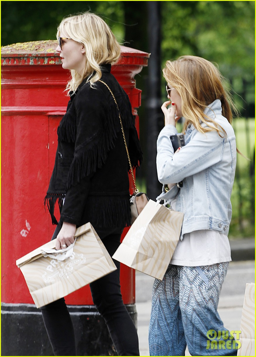 kirsten dunst isla fisher bachelorette buddies get some shopping in 02