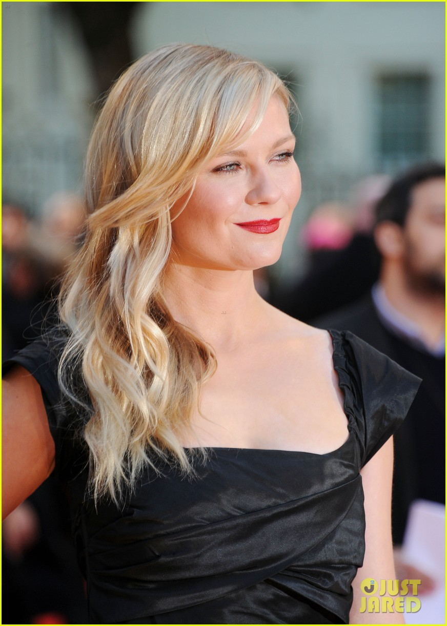 kirsten dunst goes classy chic in little black dress 02