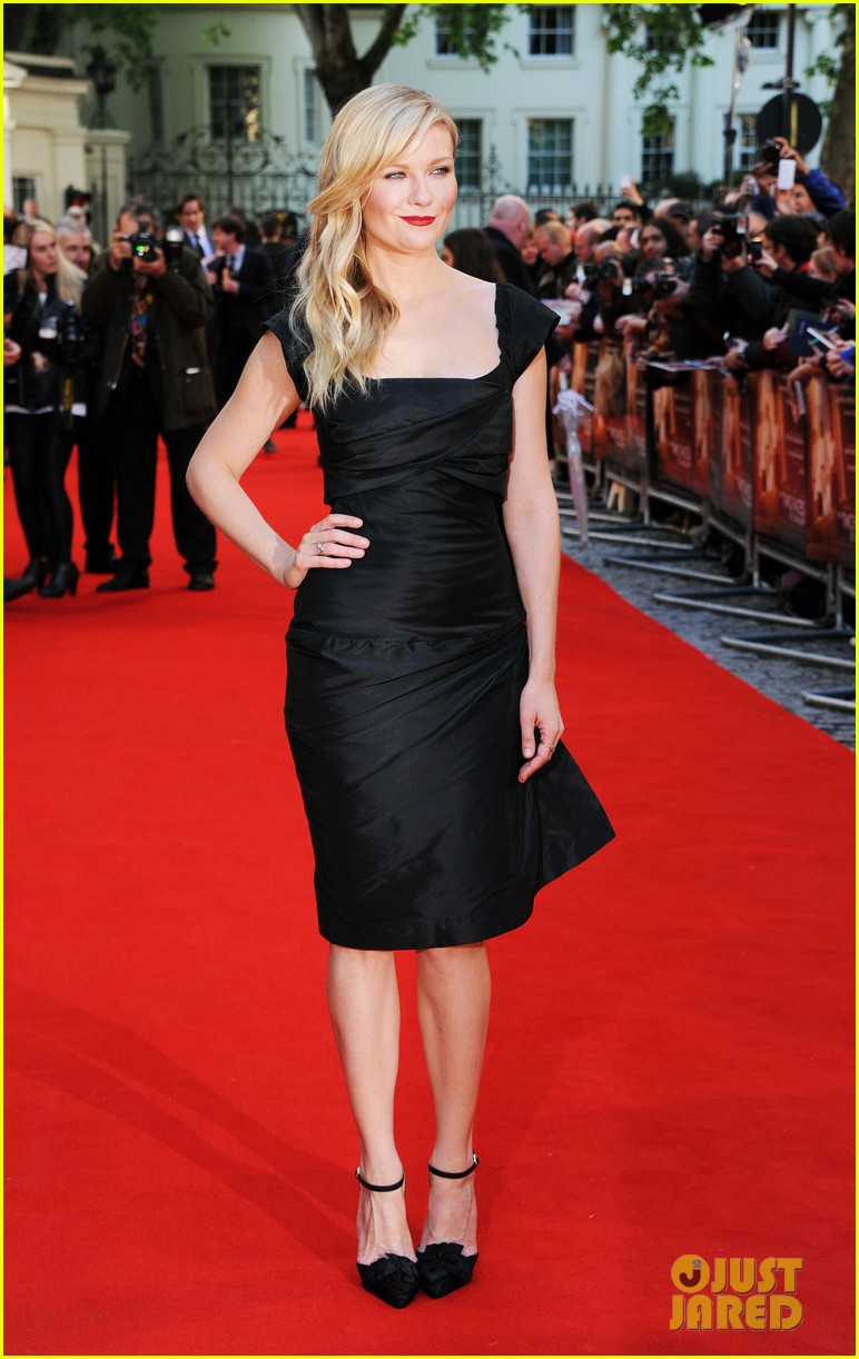 kirsten dunst goes classy chic in little black dress 073112638