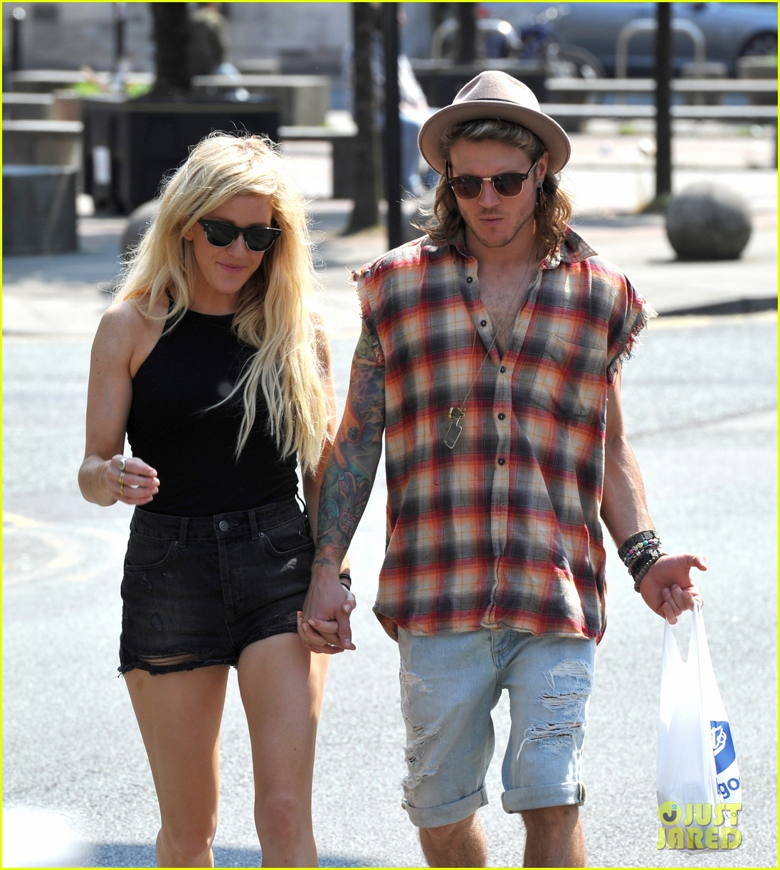 ellie goulding dougie poynter hands food 113117664