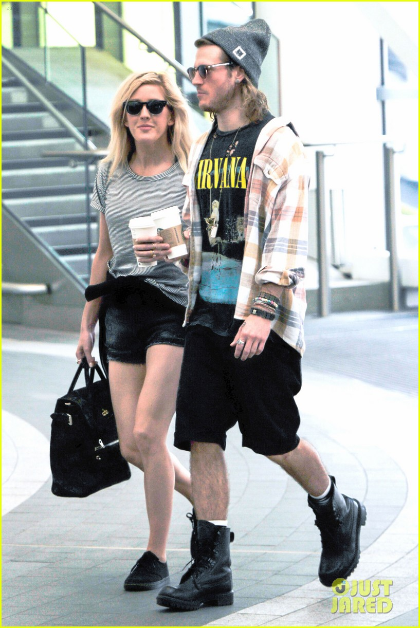 ellie goulding dougie poynter hands food 123117665