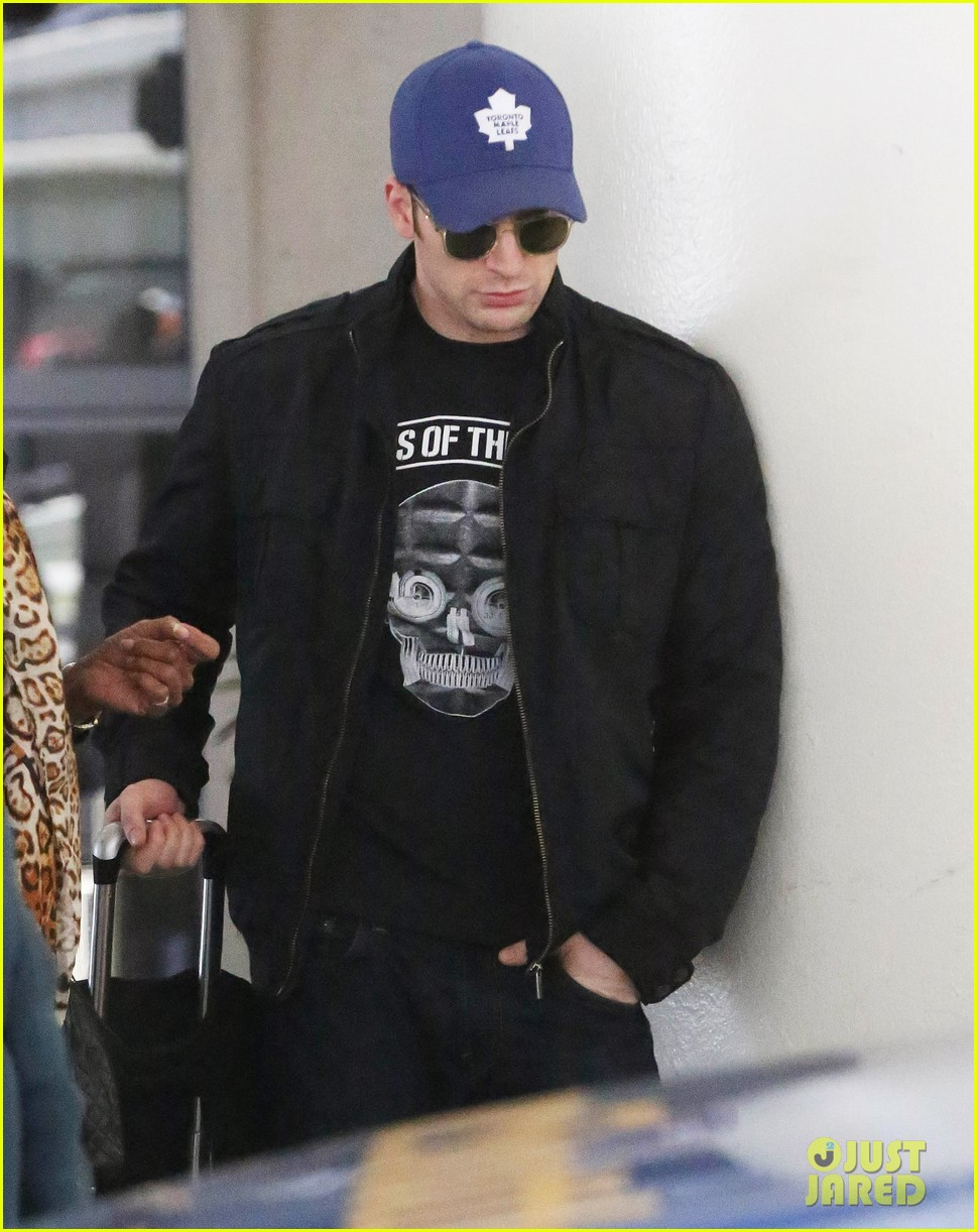 chris evans returns from london looking mighty fine 02