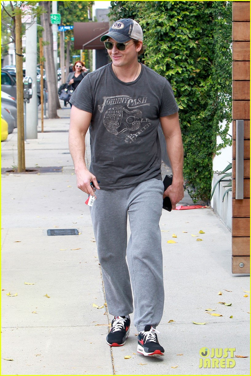 peter facinelli jaimie alexander kiss goodbye after workout 223124961