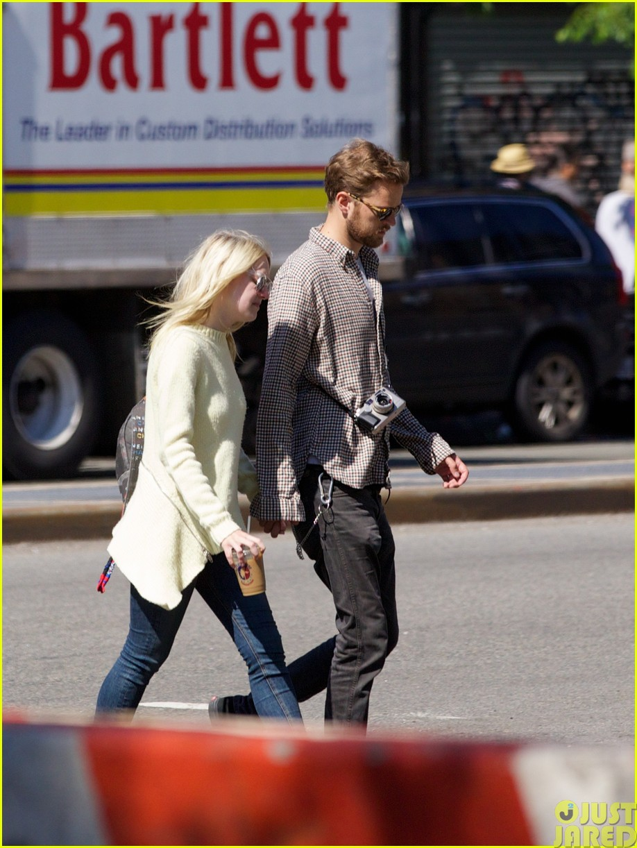 dakota fanning holds boyfriend jamies hand in nyc14