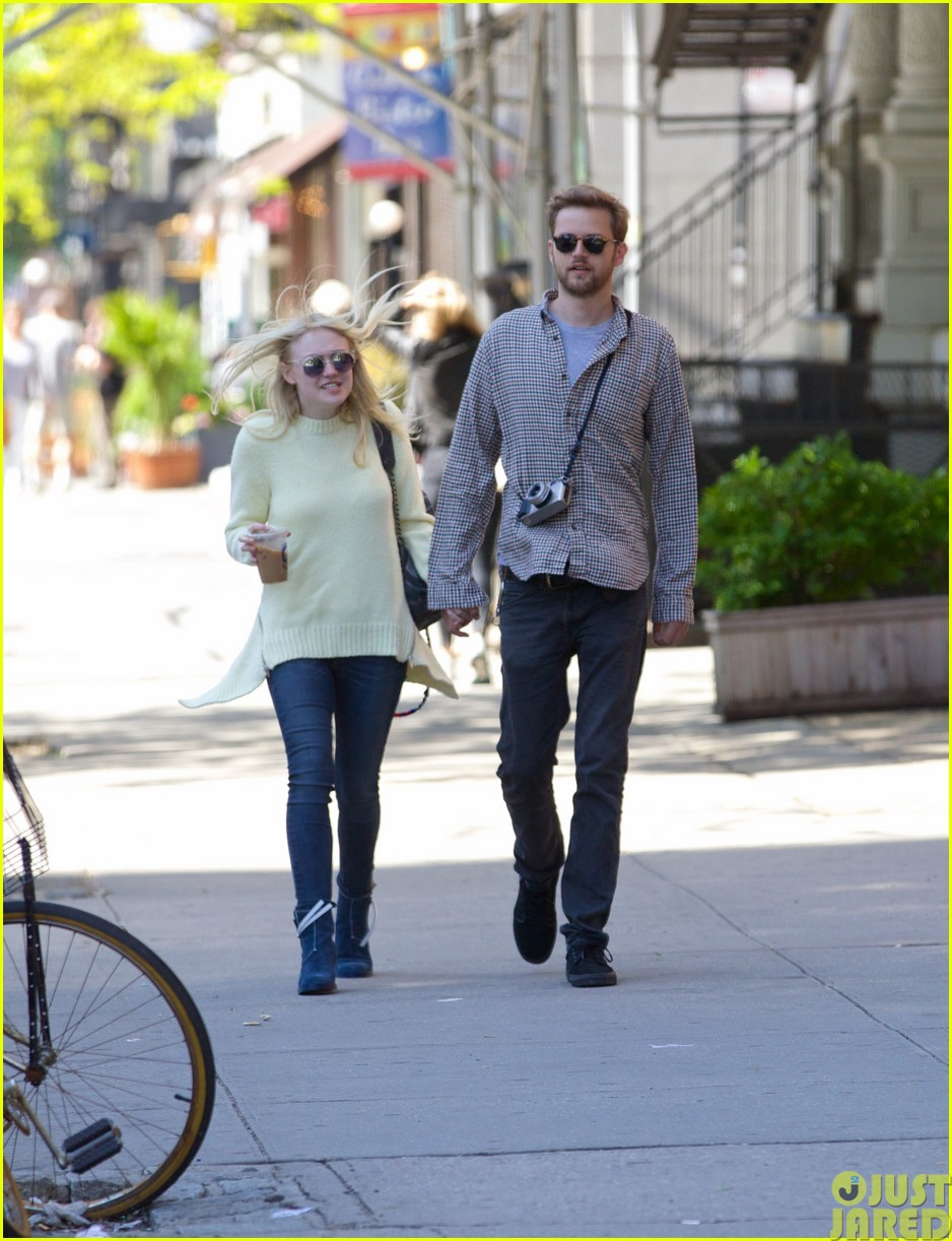 dakota fanning holds boyfriend jamies hand in nyc243115808