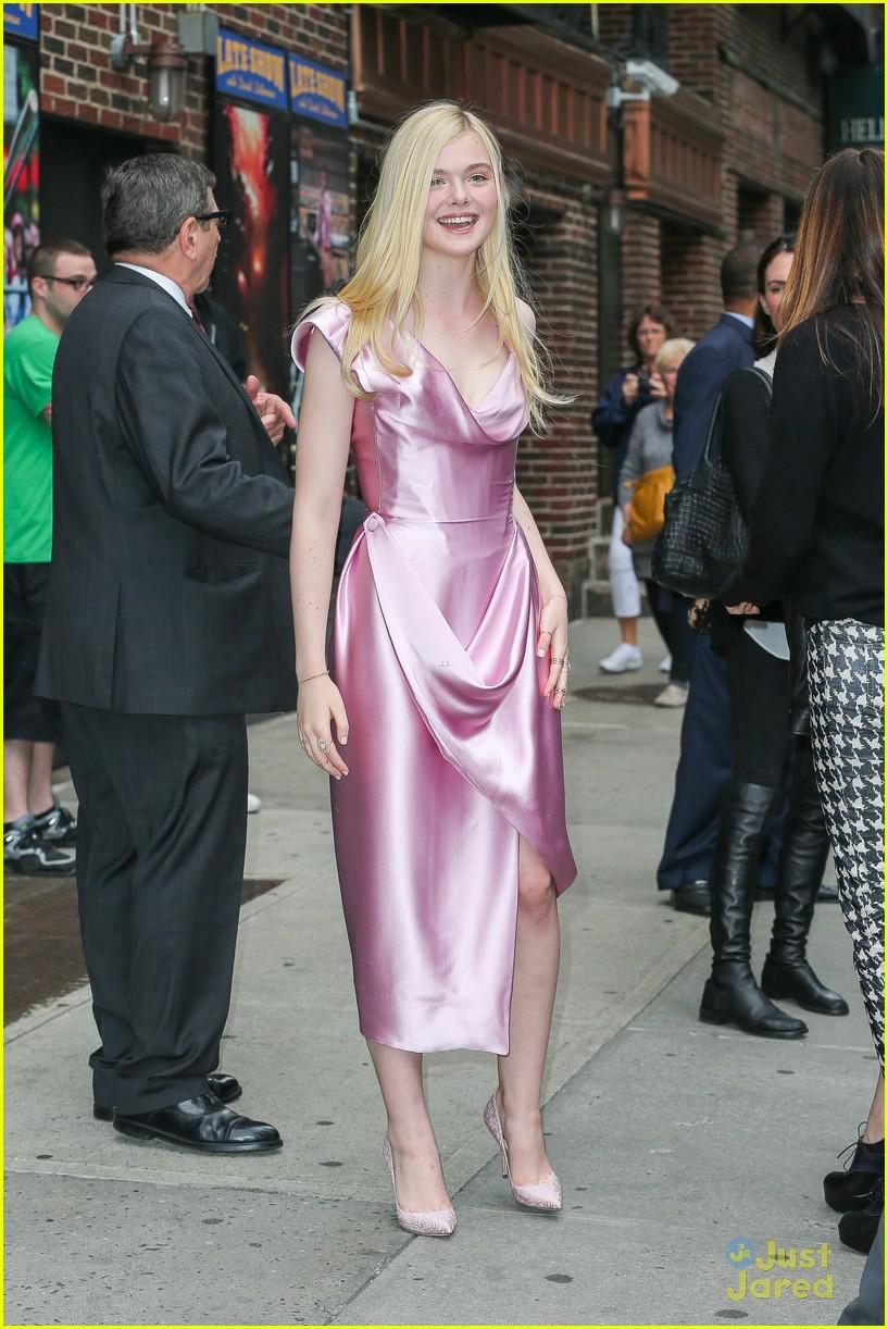 elle fanning letterman pink dress 043113794