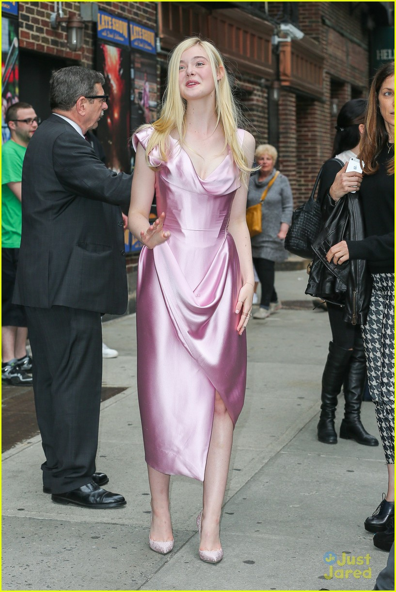 elle fanning letterman pink dress 083113798