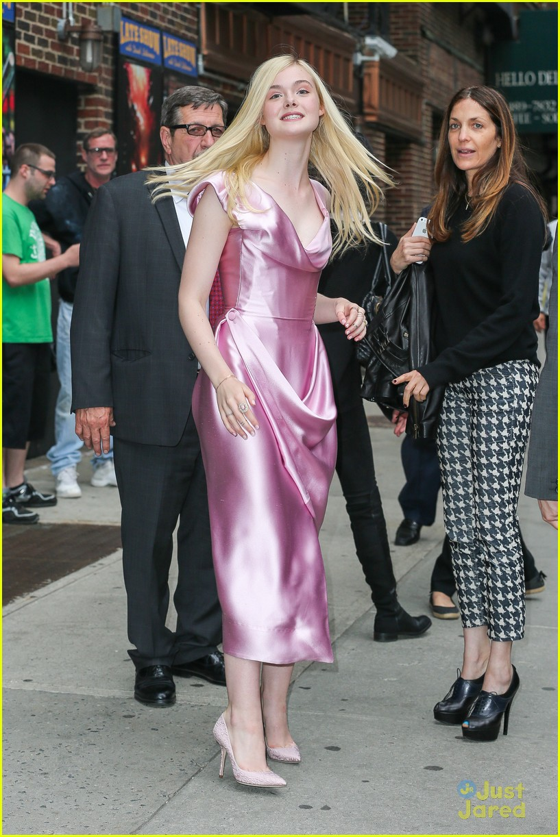 elle fanning letterman pink dress 093113799