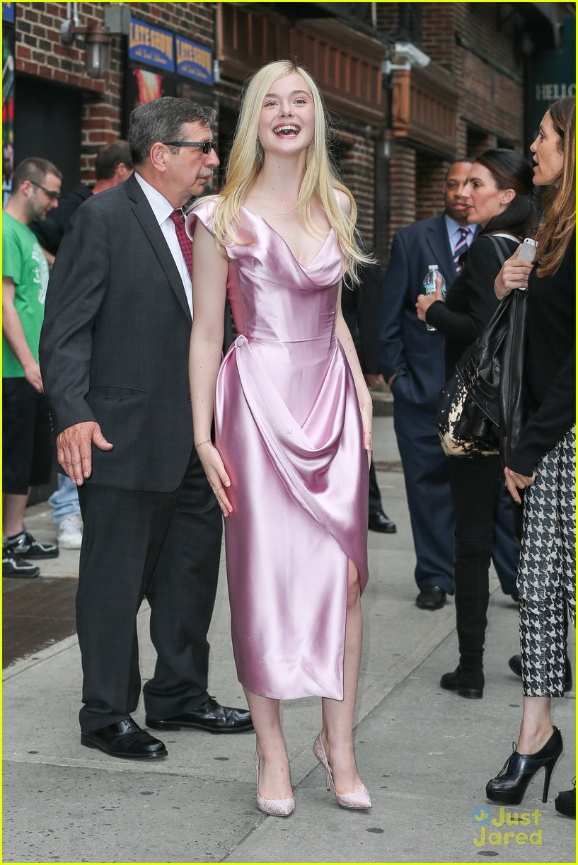 elle fanning letterman pink dress 10