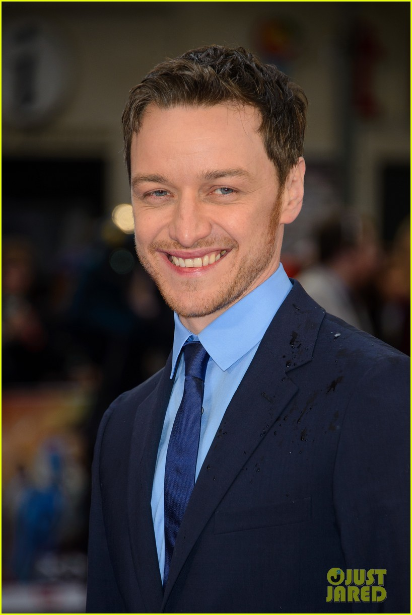 michael fassbender james mcavoy x men london premiere 02