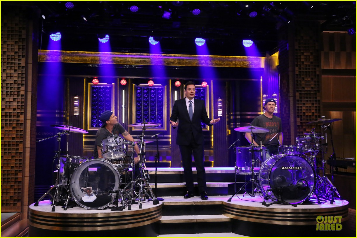 will ferrell chad smith drum off on tonight show 03