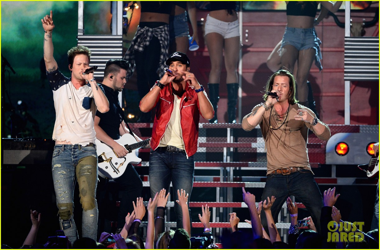 florida georgia line luke bryan perform how we roll billboard music awards 2014 02