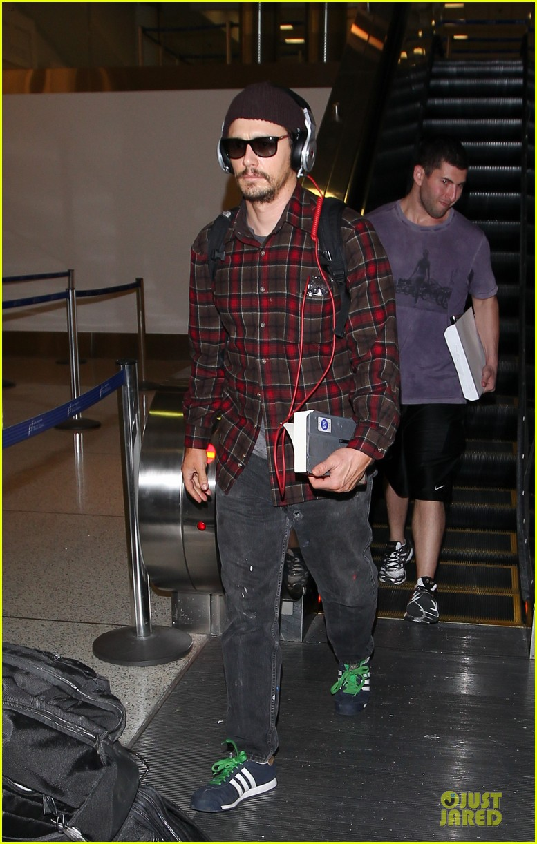 james franco noise with cool headphones at lax 013111804