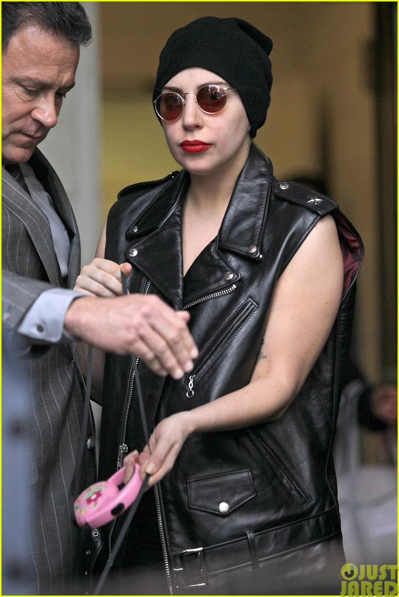lady gaga walks asia after sold out show in winnipeg103120845