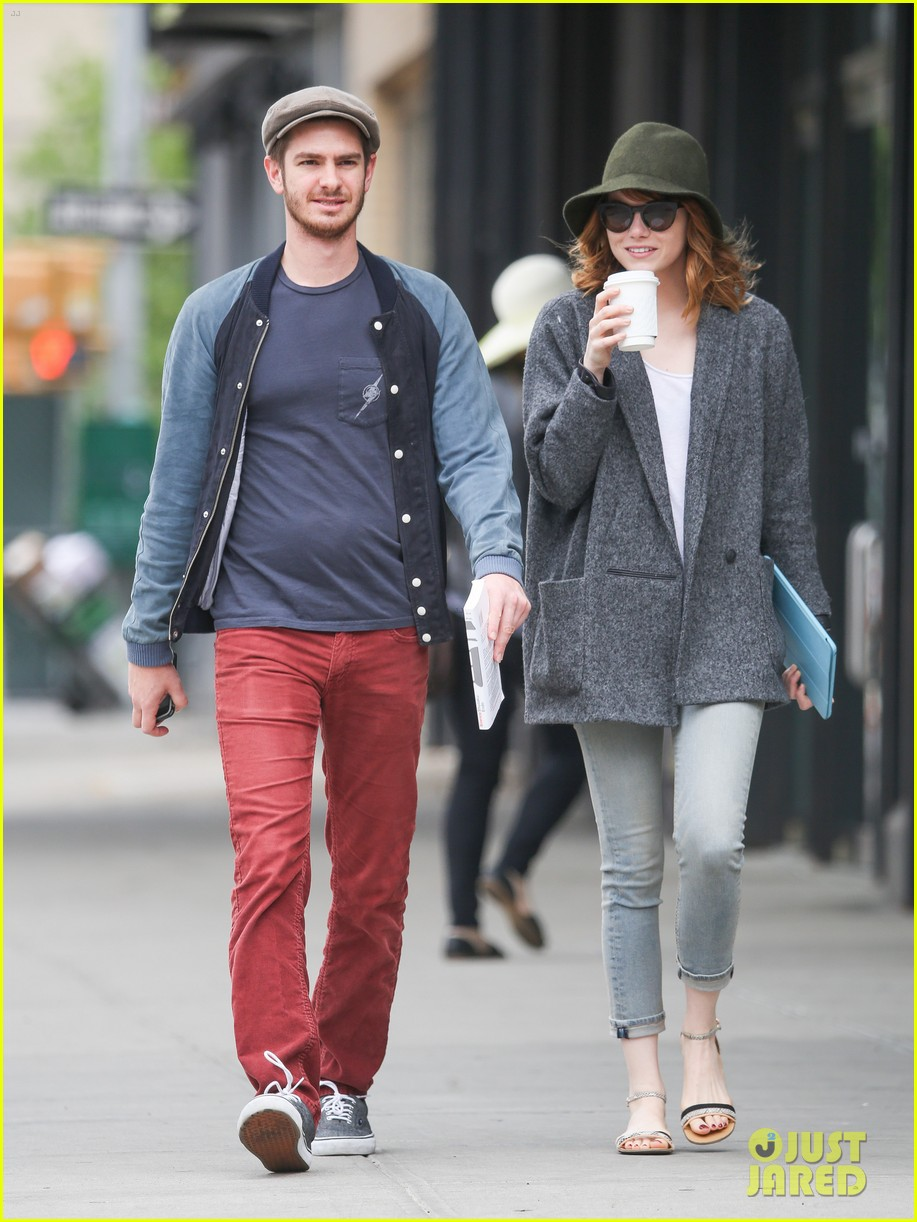 emma stone andrew garfield are cute couple in big apple 02