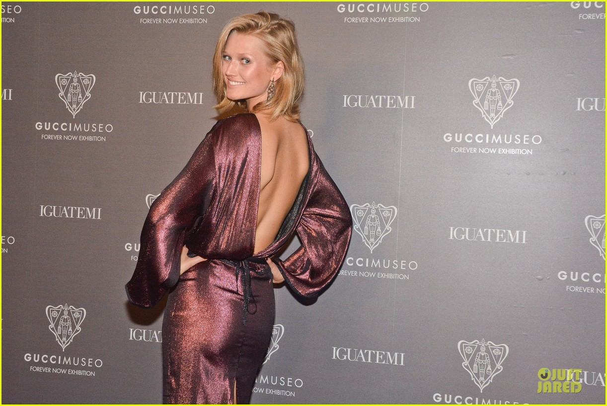 toni garrn sexy back at gucci museo exhibit 02