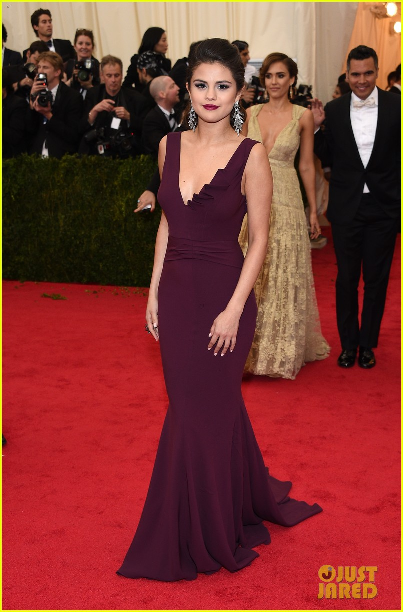 selena gomez taylor swift put feud rumors to rest met ball 083106594