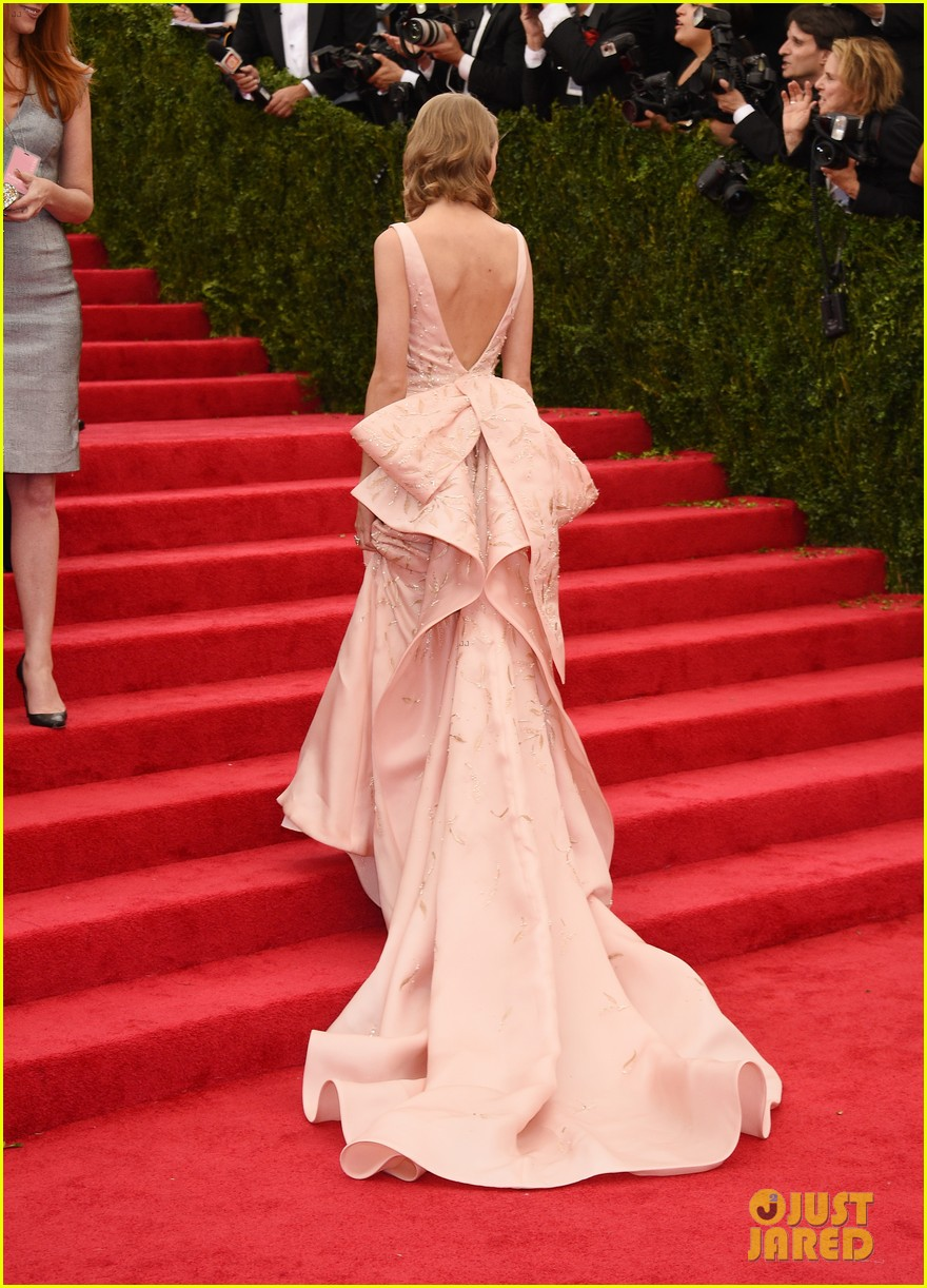 selena gomez taylor swift put feud rumors to rest met ball 223106608