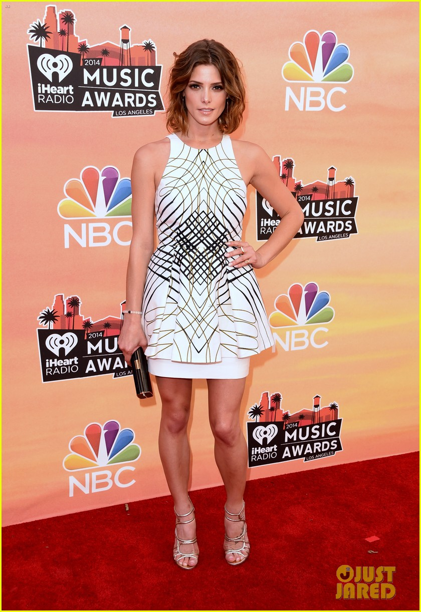 ashley greene iheartradio music awards 2014 01