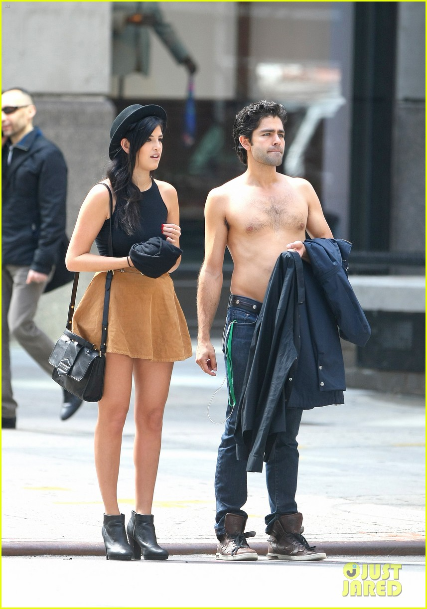 adrian grenier takes his shirt off while walking through nyc streets 12