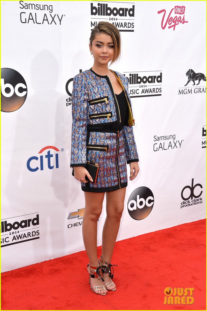 lucy hale sarah hyland gorgeous gals at billboard music awards 2014 04