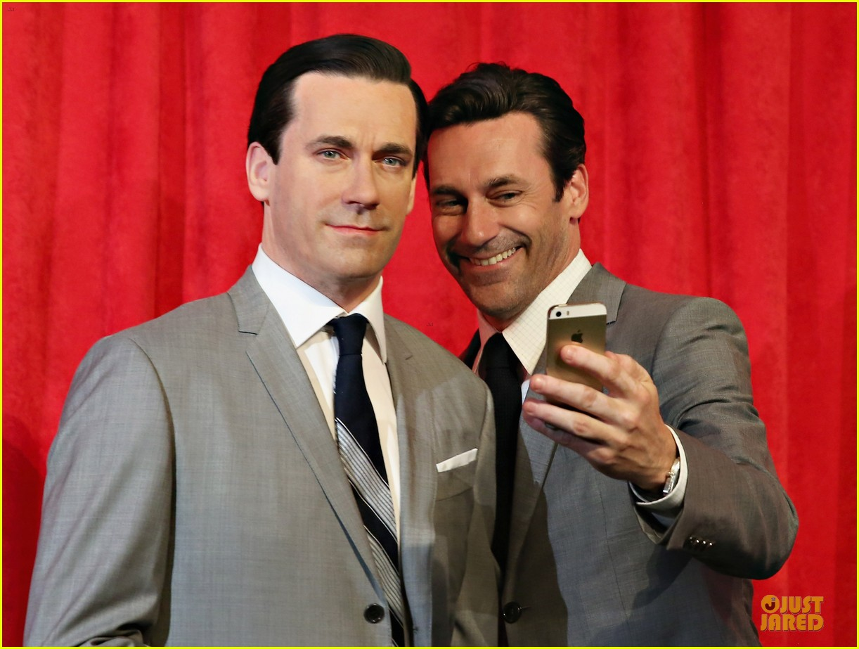 jon hamm happy selfie with wax figure 04