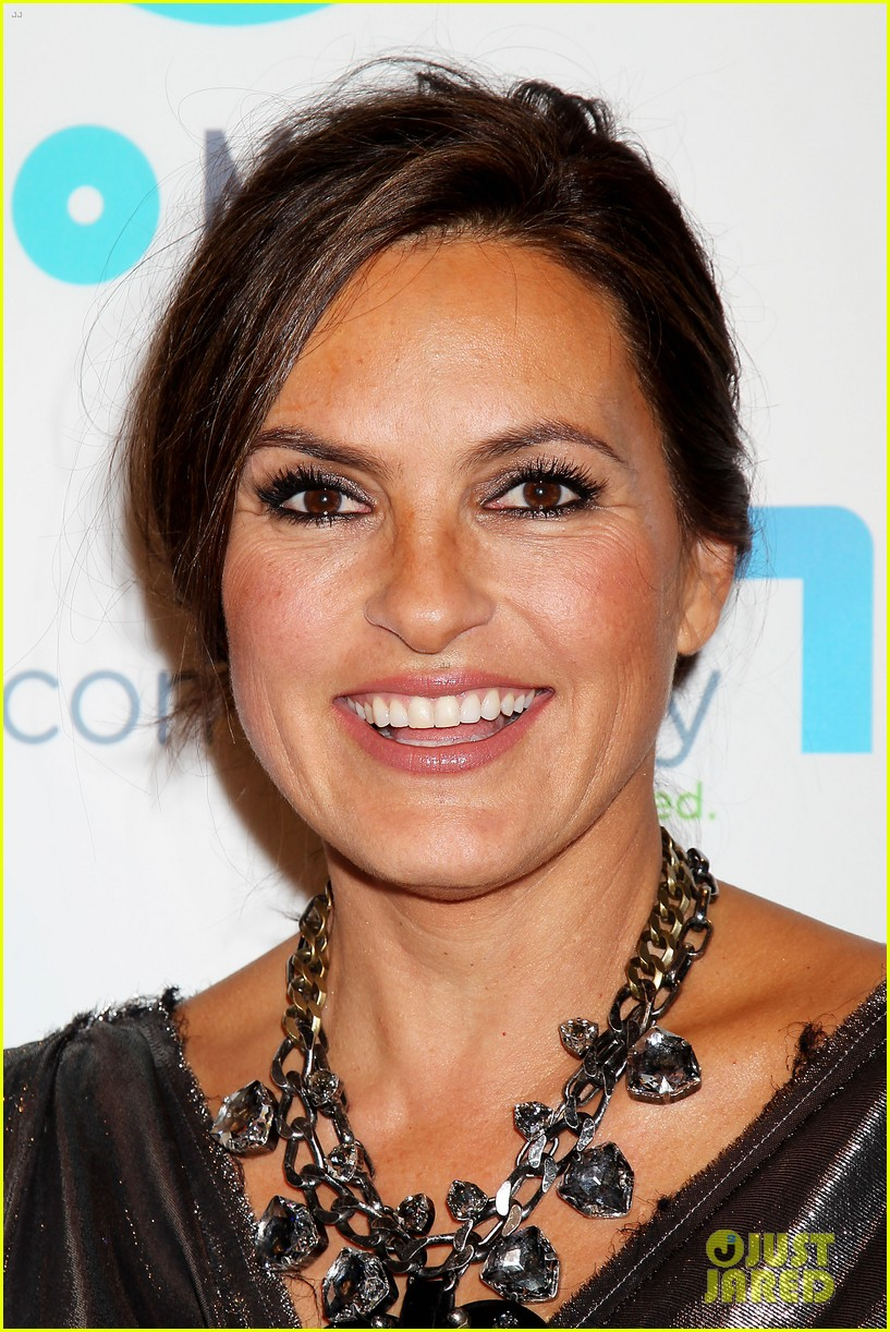 mariska hargitay gets support from celeb pals for joyful heart 103124280