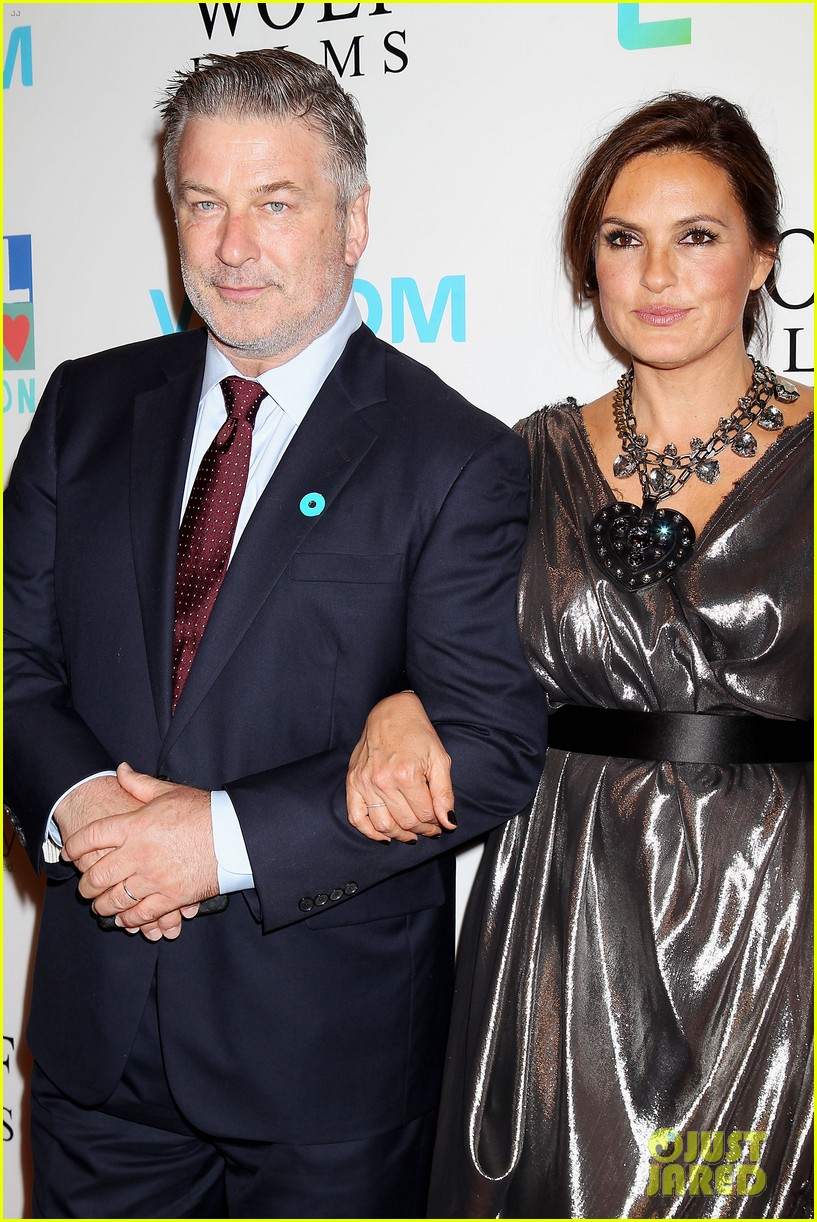 mariska hargitay gets support from celeb pals for joyful heart 32